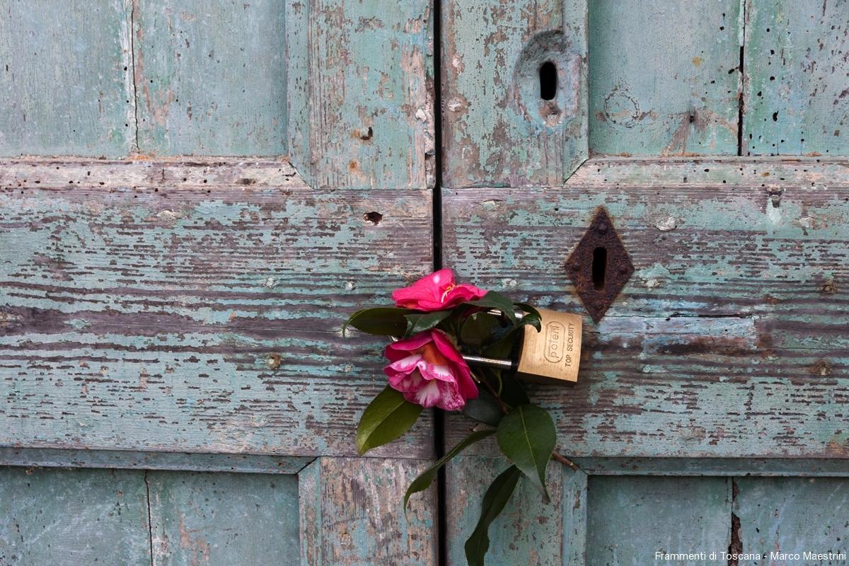 Porta con fiore